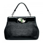 The handbag: a precious present to the elegant and stylish women of the history